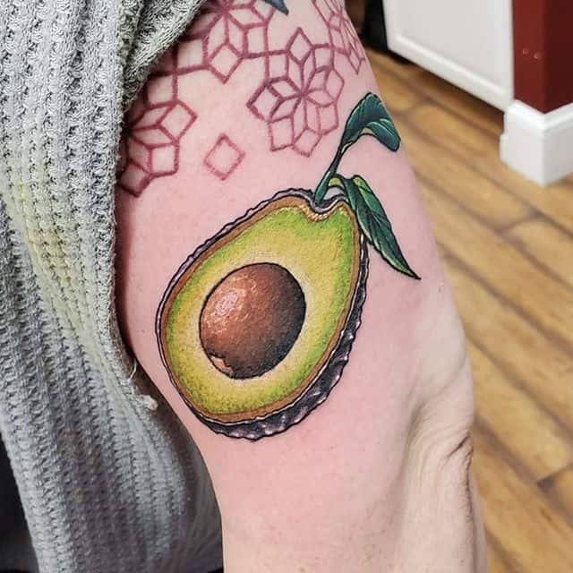 тату авокадо на руке