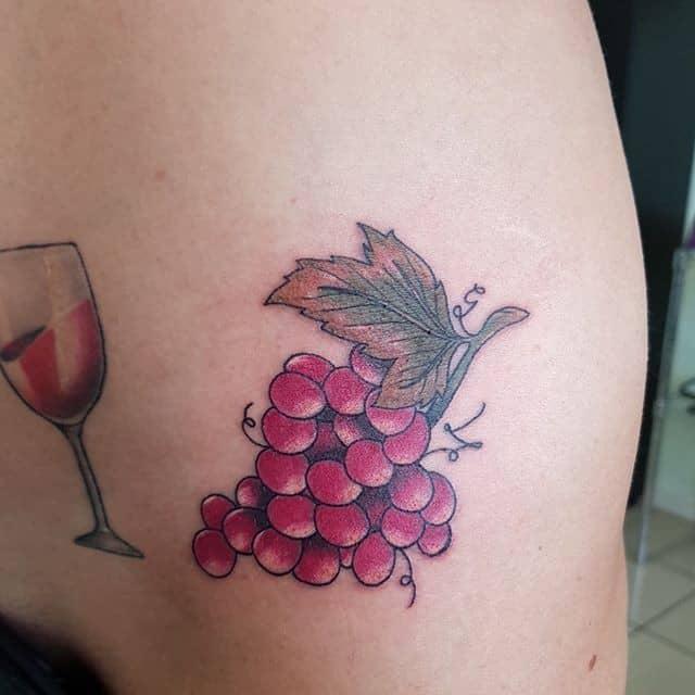 Тату виноград и вино