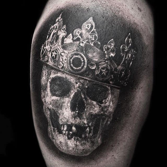 тату с короной череп