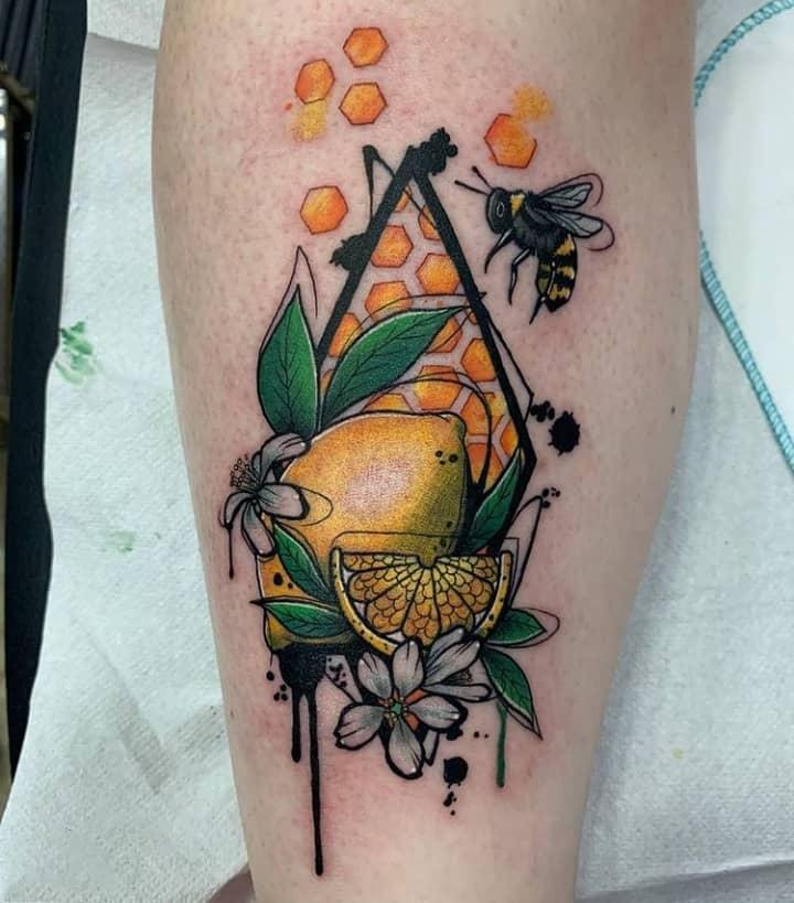 лимон тату с пчелой