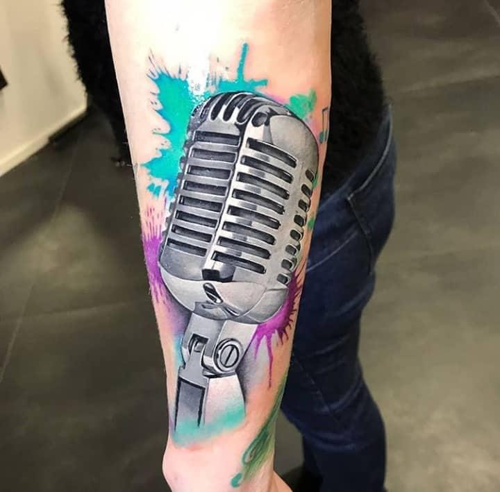 микрофон тату акварель