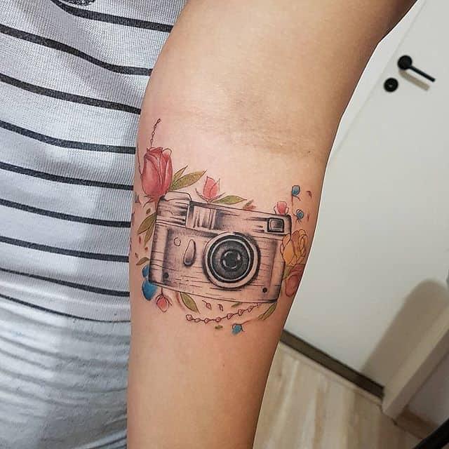 фотоаппарат тату на руке